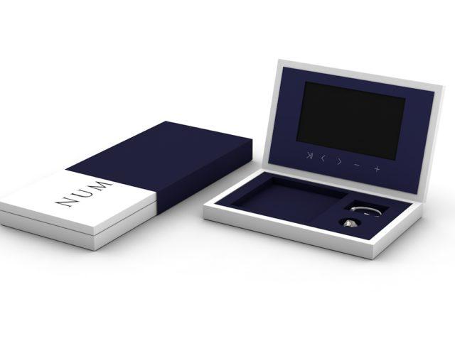 Коробка со встроенным экраном